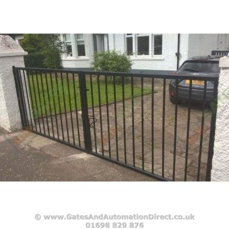 Tall Metal Driveway Gate - 004