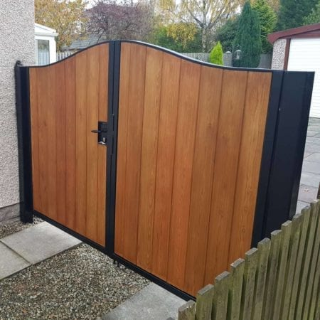 Tall Metal & Timber Driveway Gate 003