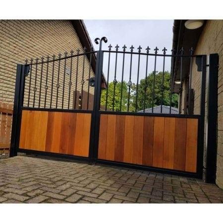 Tall Metal & Timber Driveway Gate 005