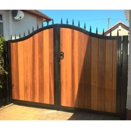 Tall Metal & Timber Driveway Gate 011