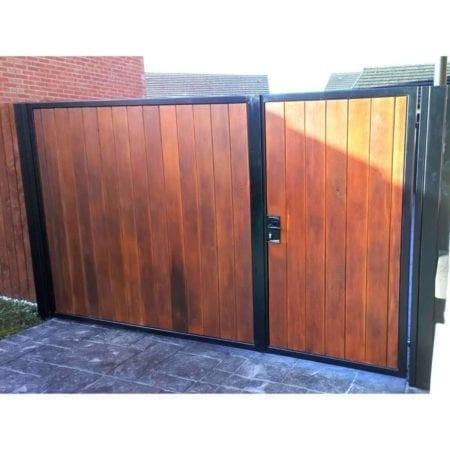 Tall Metal & Timber Driveway Gate 023